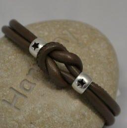 Bracelet cuir taupe et étoiles