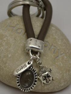 Porte-clés marron perle et bouddha