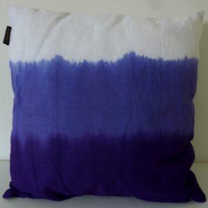 Coussin Sousa violet 50x50cm Lifestyle