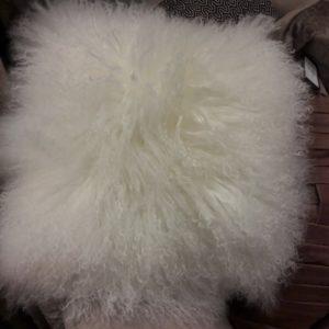 p_2_4_7_5_2475-Coussin-fourrure-blanc-40-X-40cm-Eighmood-300x300